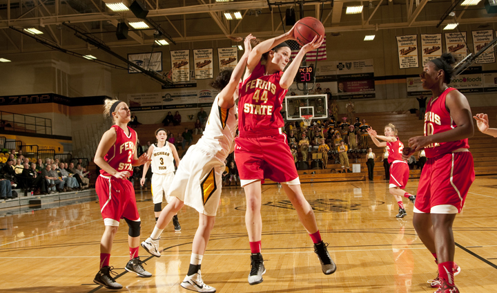 #23 Michigan Tech Uses Big Second Half To Comeback & Beat Bulldogs In Women's Action