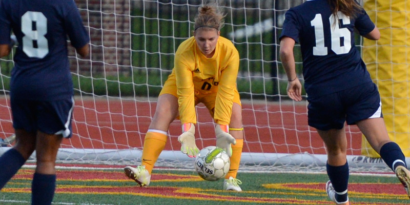 Women's soccer hangs tough in loss to No. 22 Luther