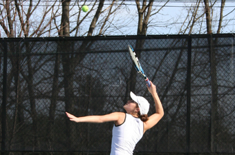 Rosman completes perfect weekend, women's tennis places sixth