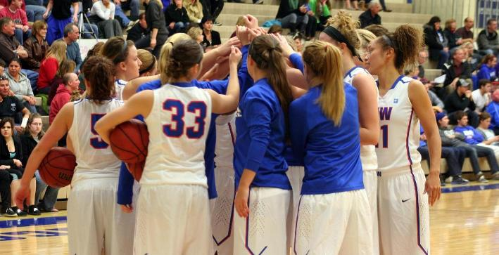 Women's Basketball escapes with home victory over Aurora