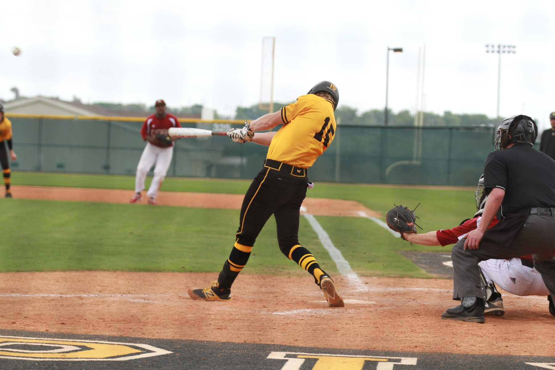 Baseball Uses Big Second Inning to Defeat Dallas