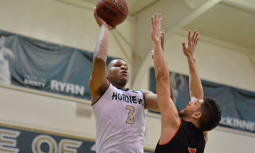 LATE RALLY COMES UP SHORT AS MEN'S BASKETBALL FALLS TO IDAHO STATE, 67-64
