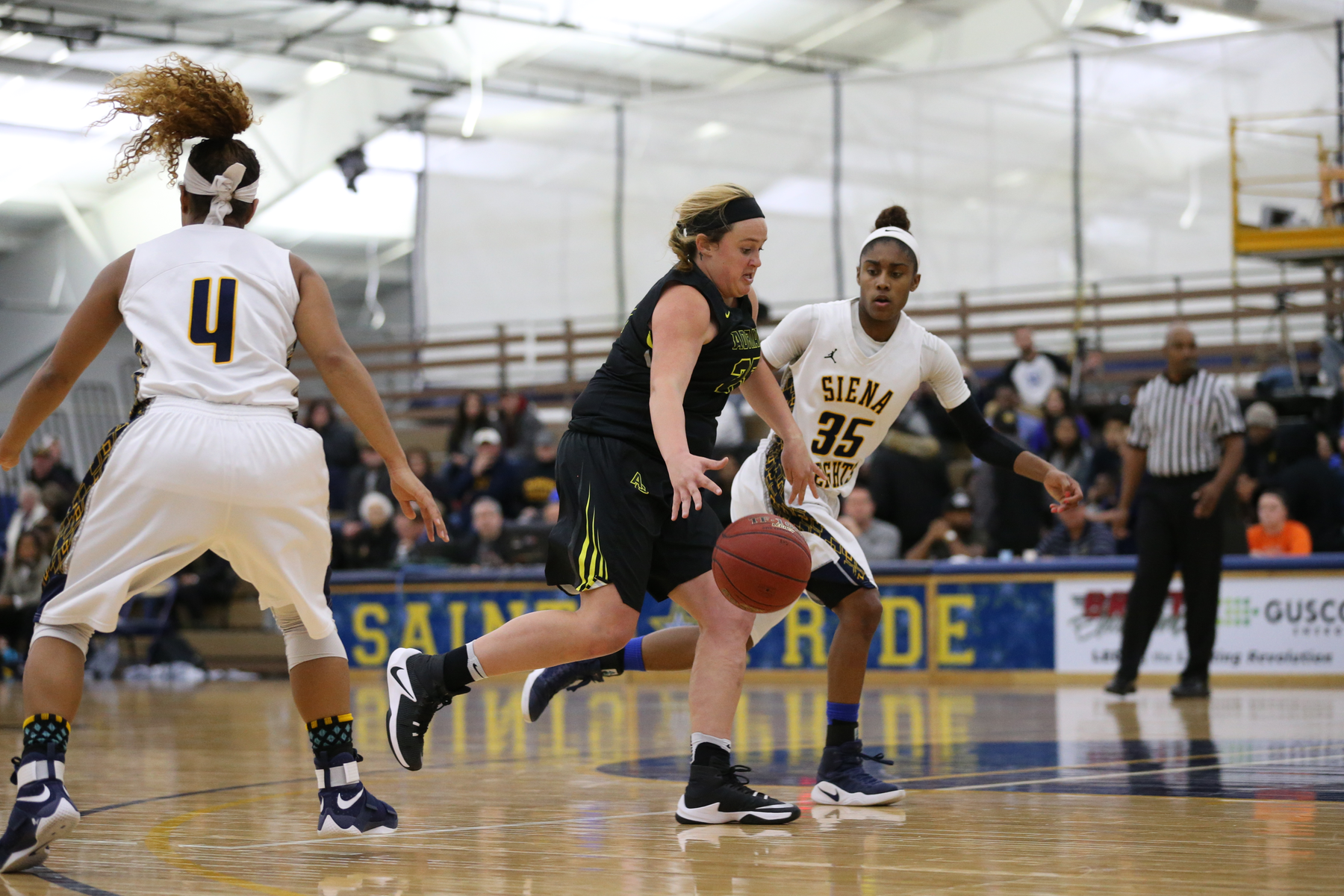 Women's Basketball Shuts Down Saint Mary's (Ind.) in Strong Defensive Effort to Win 69-46