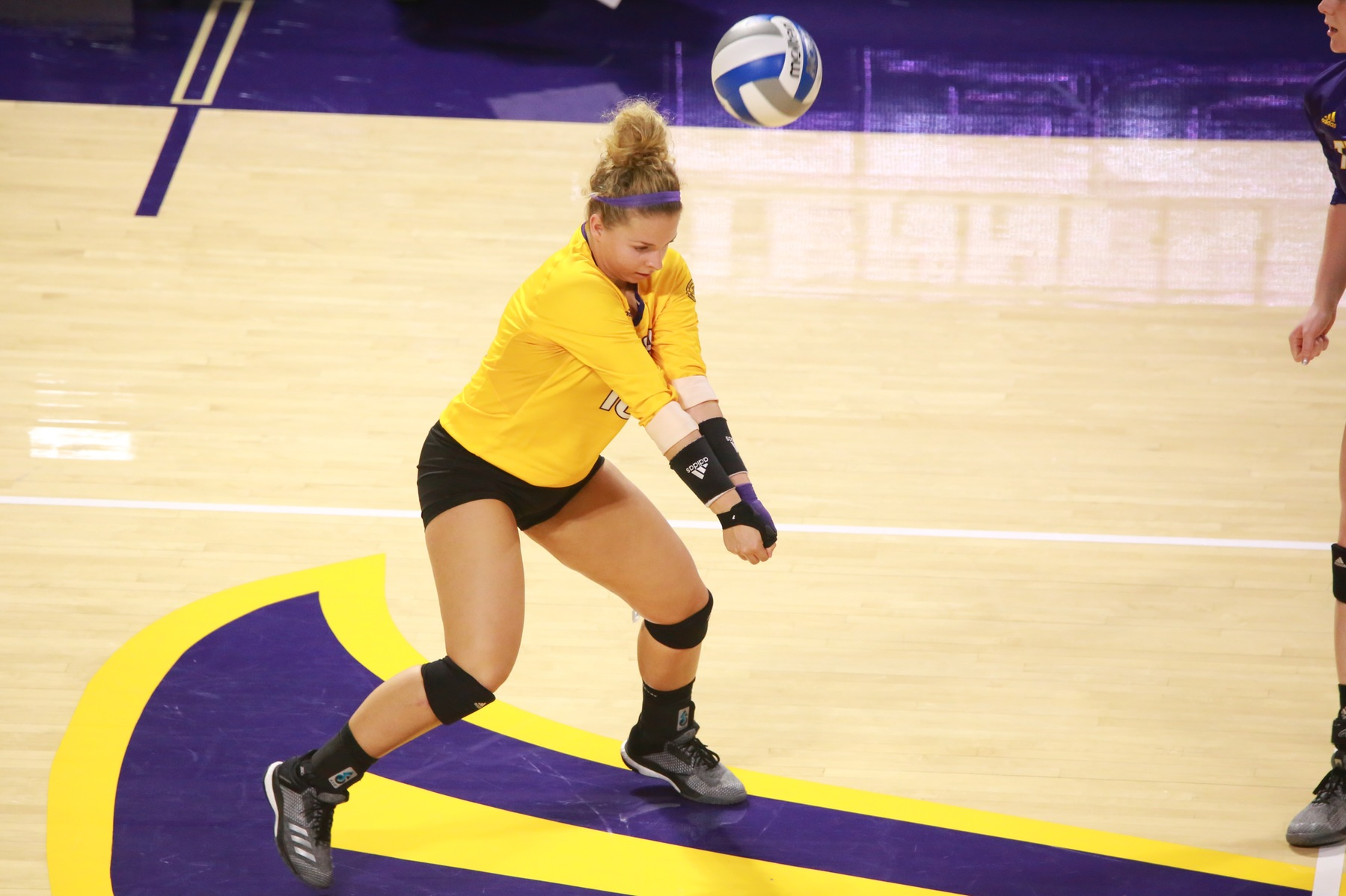 Tech volleyball splits third straight Friday doubleheader at Tiger Invitational
