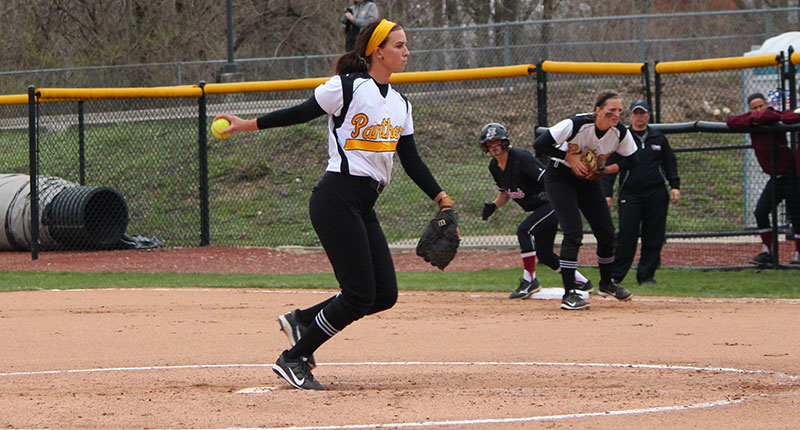Softball Splits Doubleheader Against Tiffin