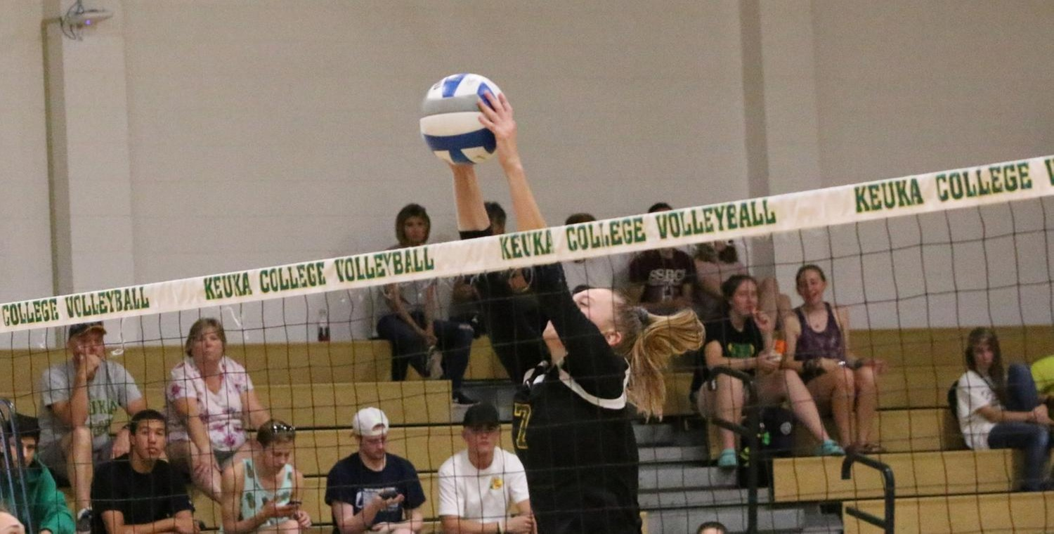 Abby Anderson (7) had five blocks in each of the matches on Saturday