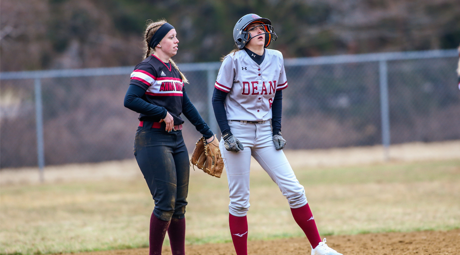 Softball Swept by Wildcats
