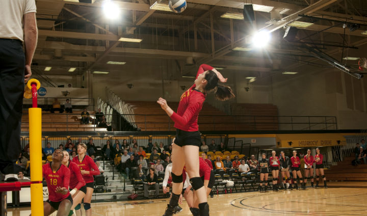 Ferris State Volleyball Holds Onto First Place In GLIAC With Victory