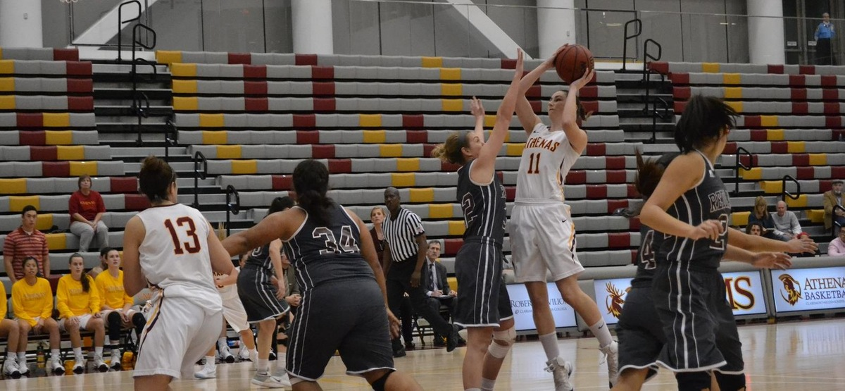 Seniors display poise in SCIAC Semifinal victory