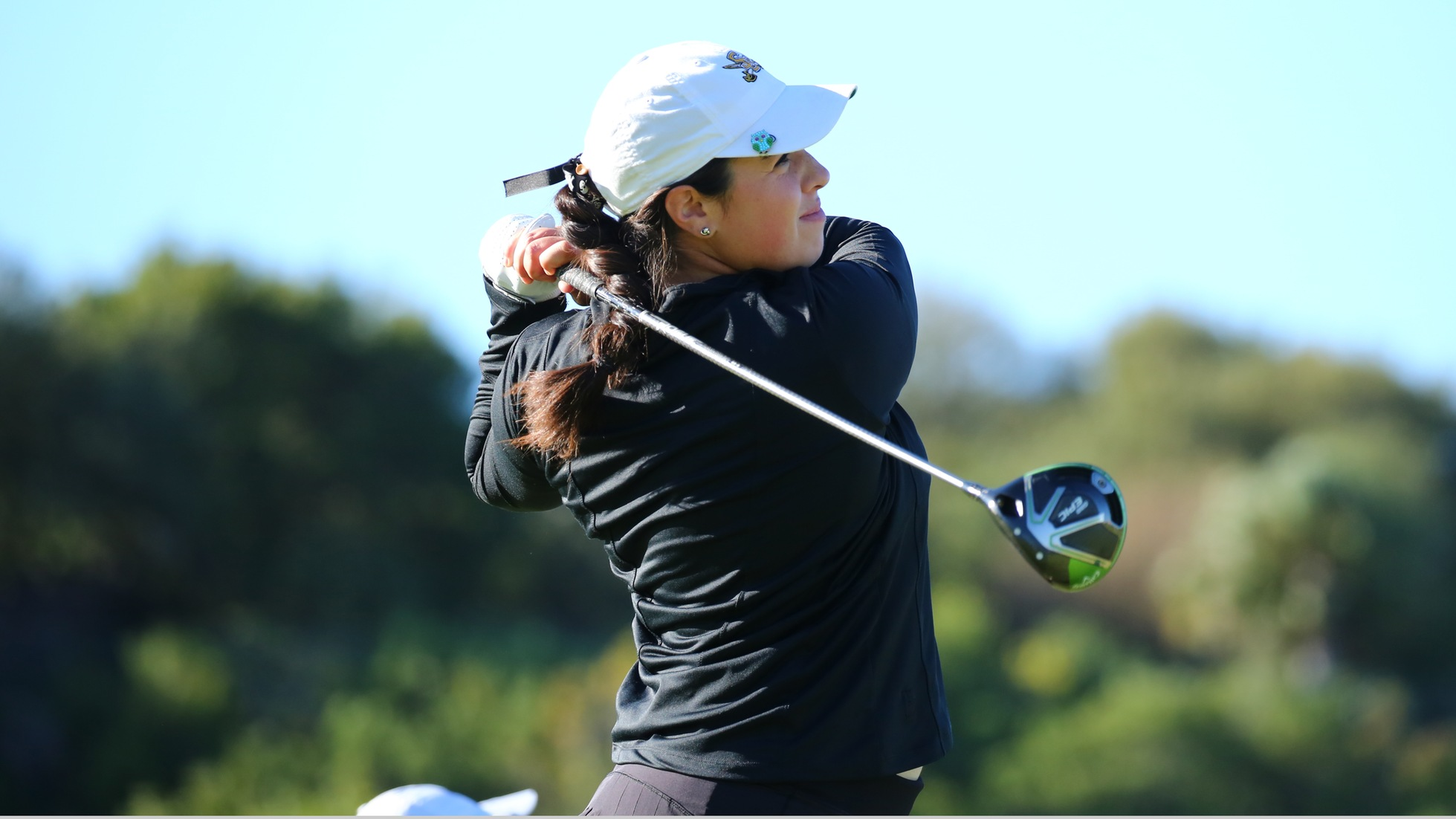 Women's golf tied for first after opening round