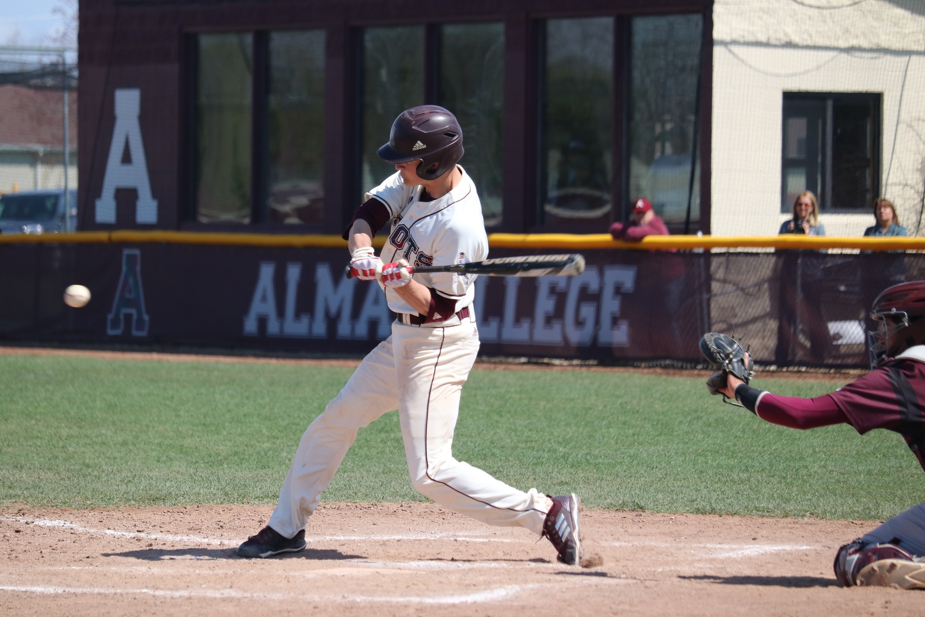 Baseball sweeps Calvin to clinch No. 2 seed in MIAA Tournament