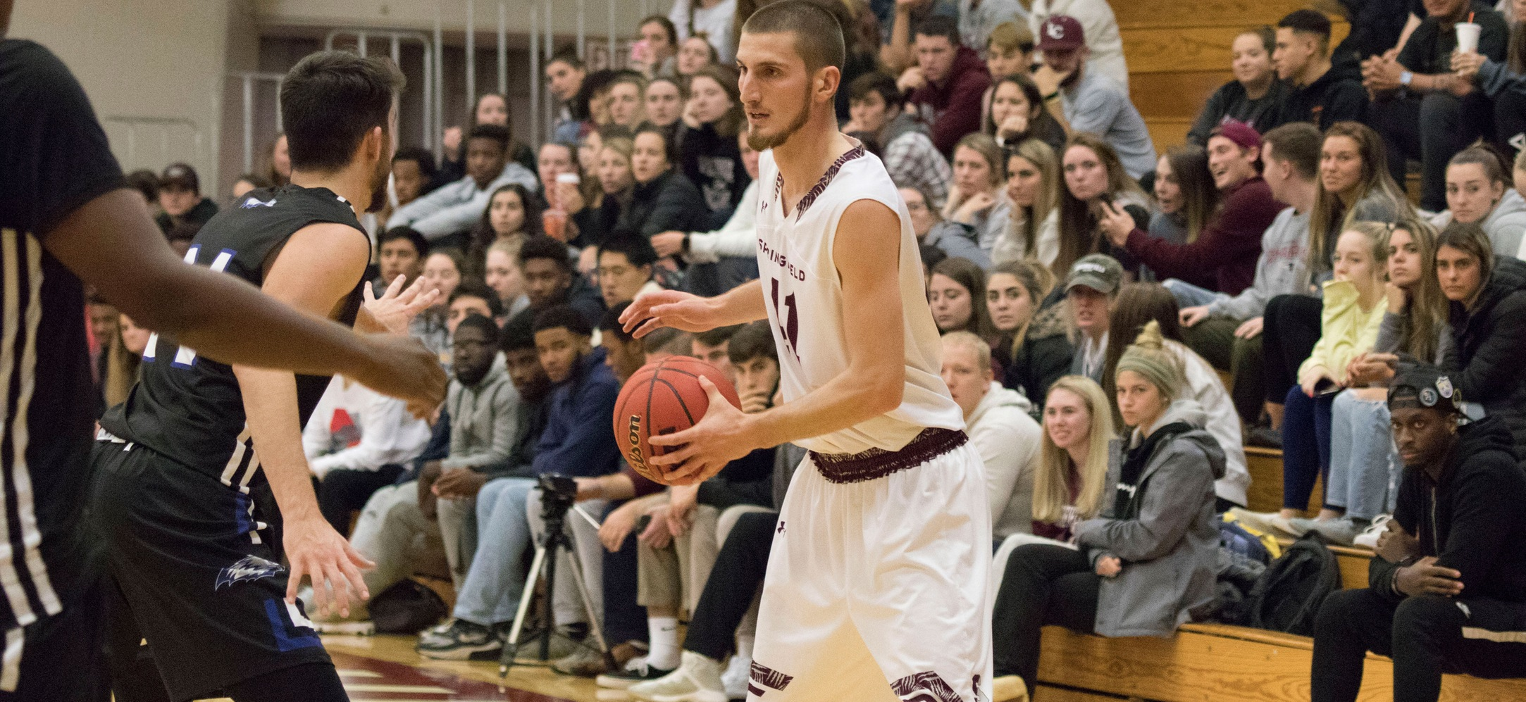 Men's Basketball Eases Past Becker, 90-64