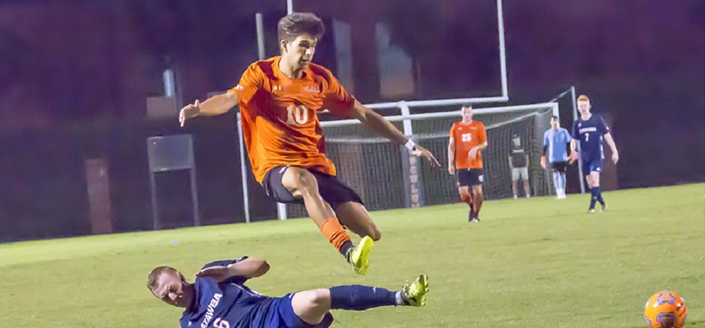 Andabak scores in final minute to rally Pioneers to 2-1 win at Lee