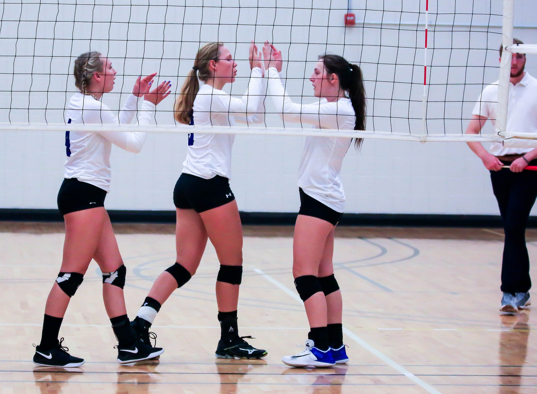 Volleyball continues to roll with two more wins on the road