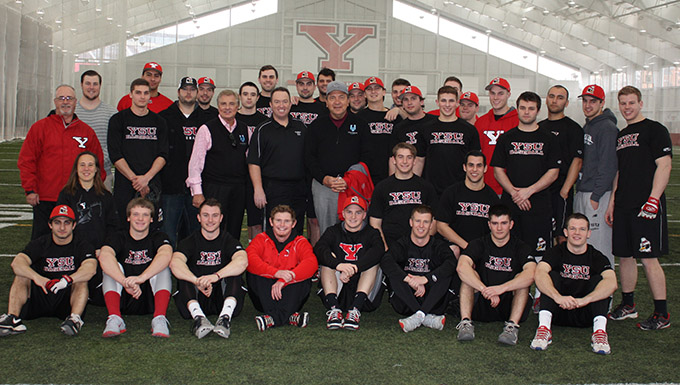 The YSU Baseball Team with Johnny Bench