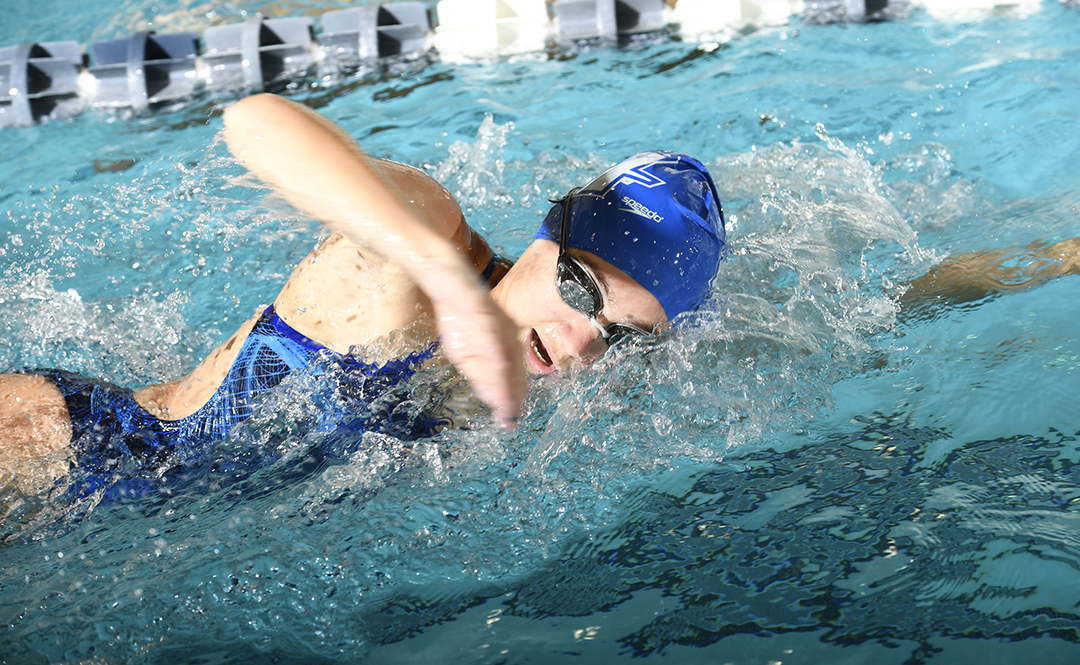 Swimming & Diving Opens Season at Holy Cross Pentathlon