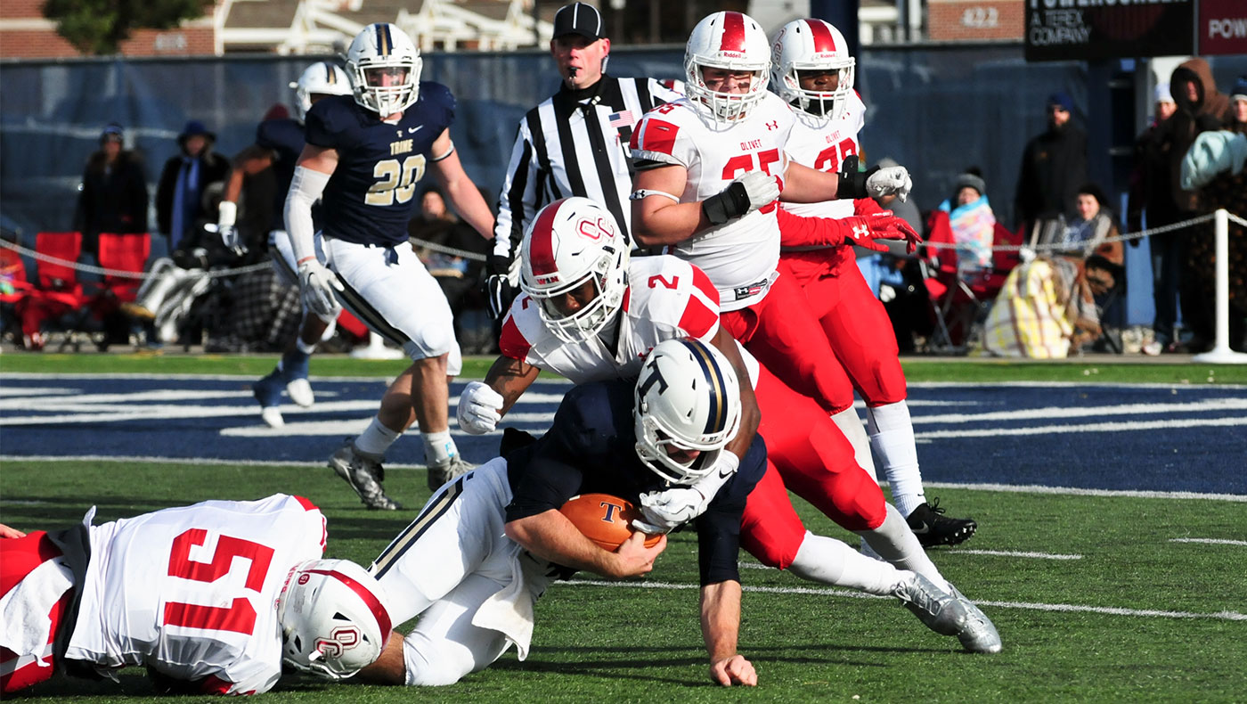Football team loses 28-6 at Trine in season-finale