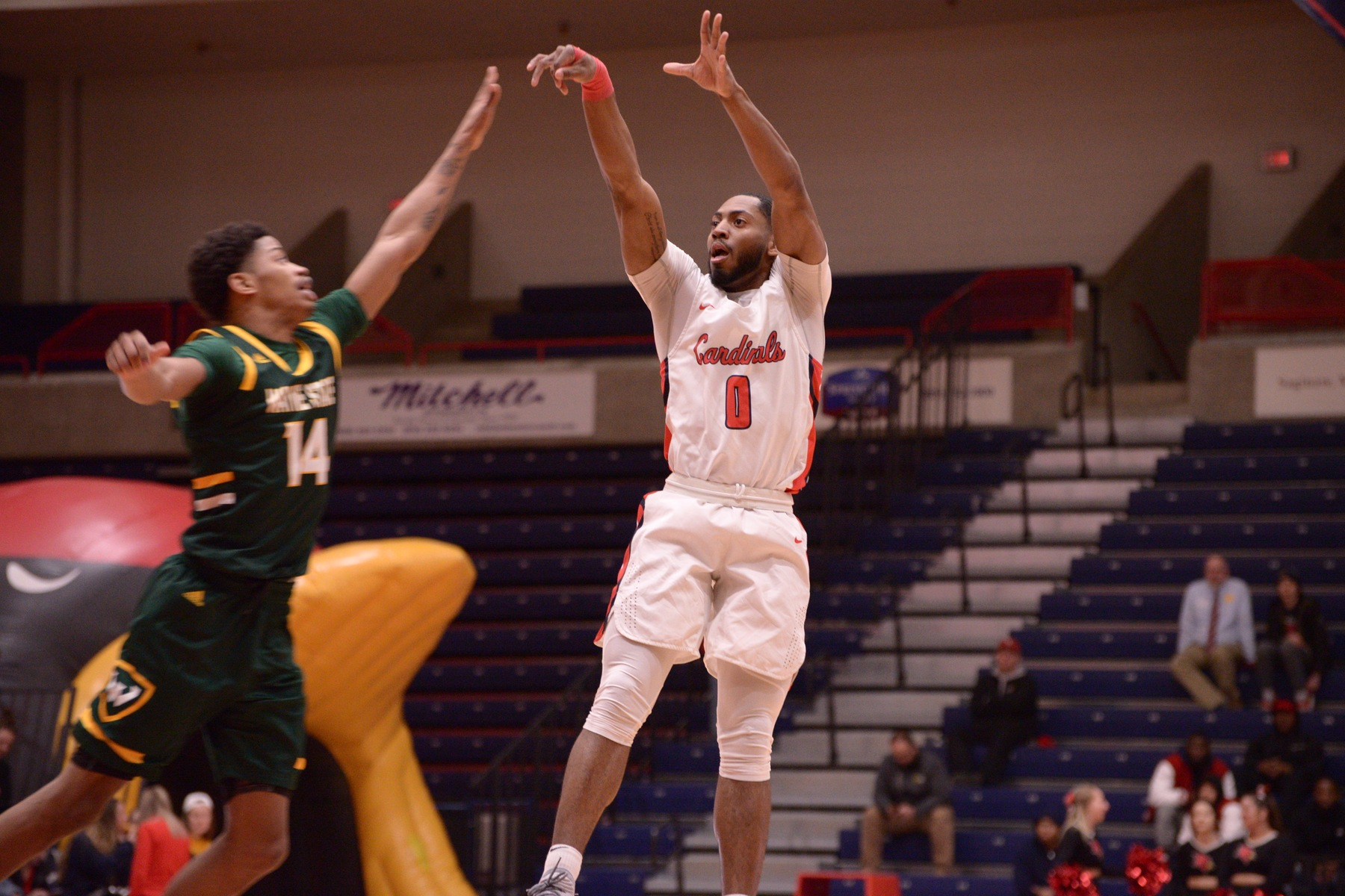 Hoskins nets 28 points; hits game-winner in SVSU's 59-56 win over #18 Ashland