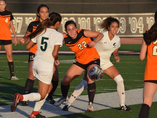 Women S Soccer Plays To A Draw With East La Ventura College Athletics