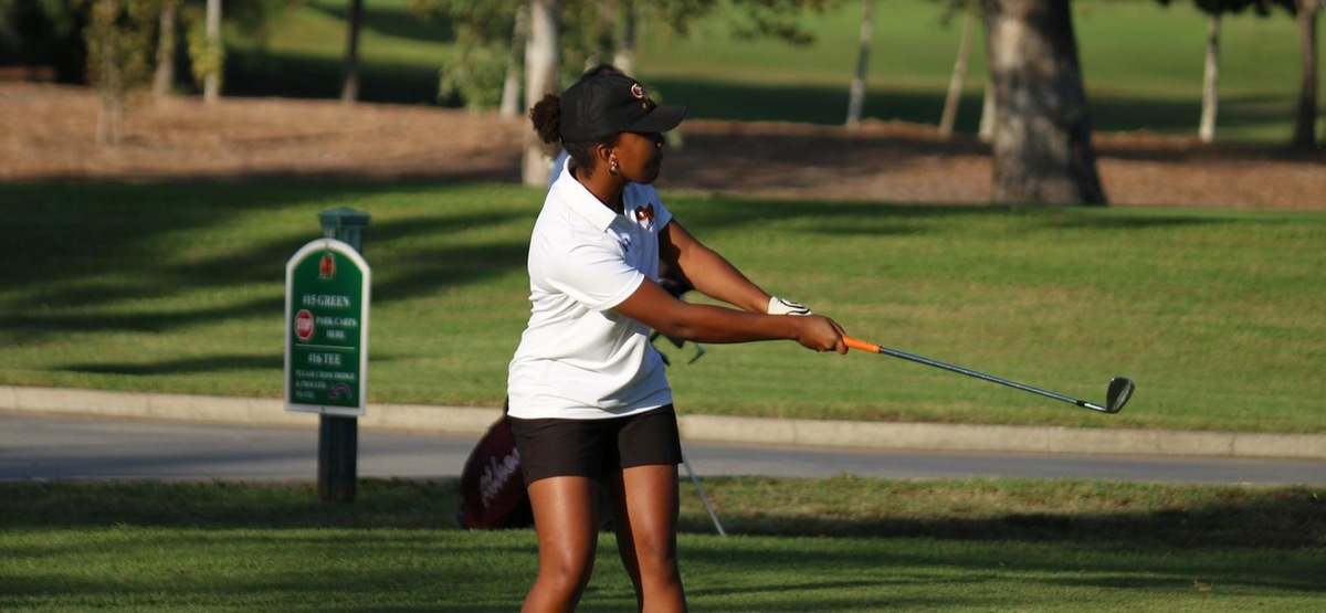 Camille Simon is one shot off the lead after the first day of a dual between CMS and Redlands
