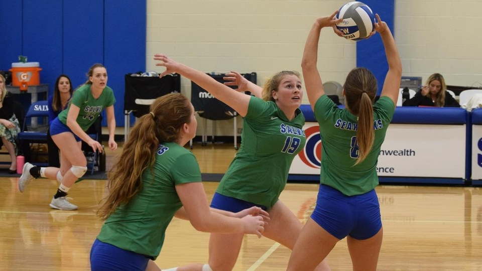 Salve Regina sweeps UNE to advance to the CCC semifinals (Photo by Isabella Romano).