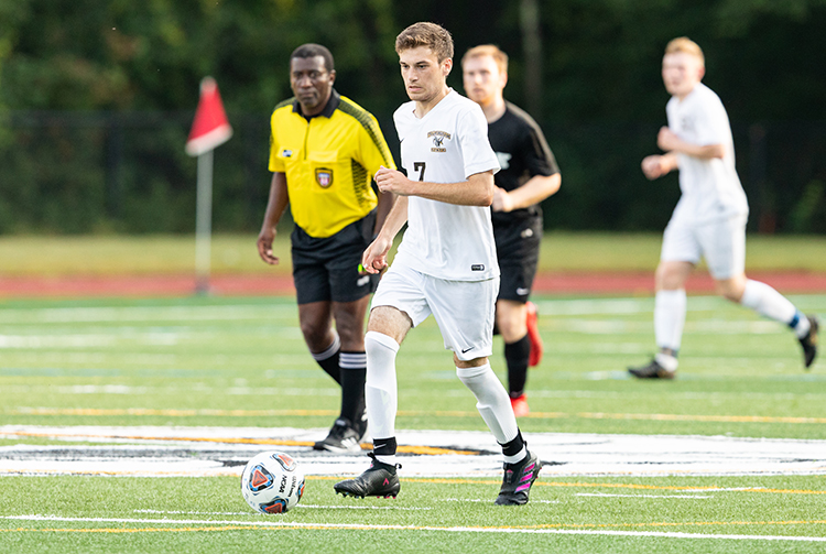 Men's Soccer Stays Undefeated in MASCAC Play; Defeat Bridgewater 2-1