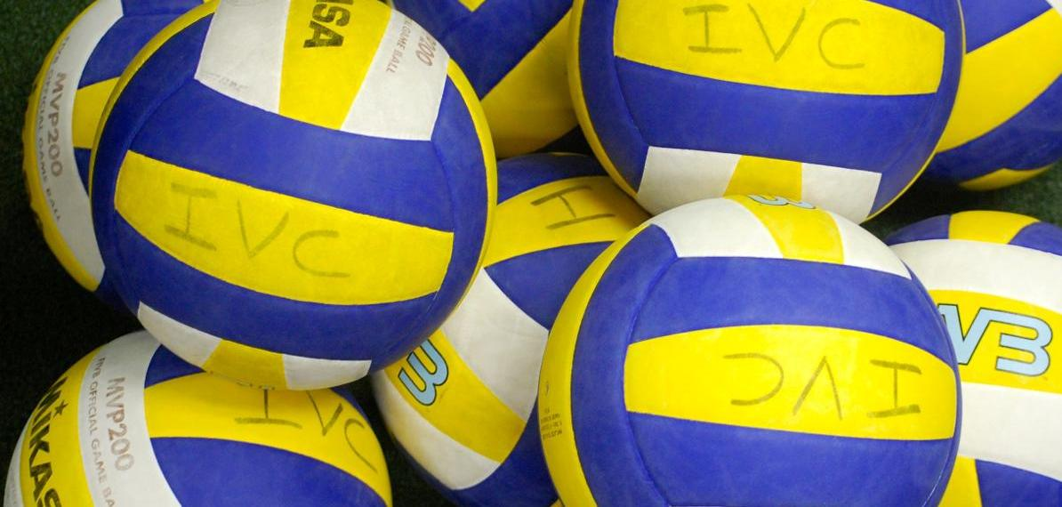 Men's volleyball team has win streak snapped