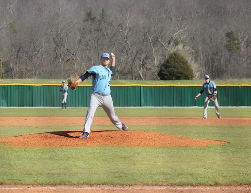 Corey Linz delivers a pitch during the second game on Saturday afternoon