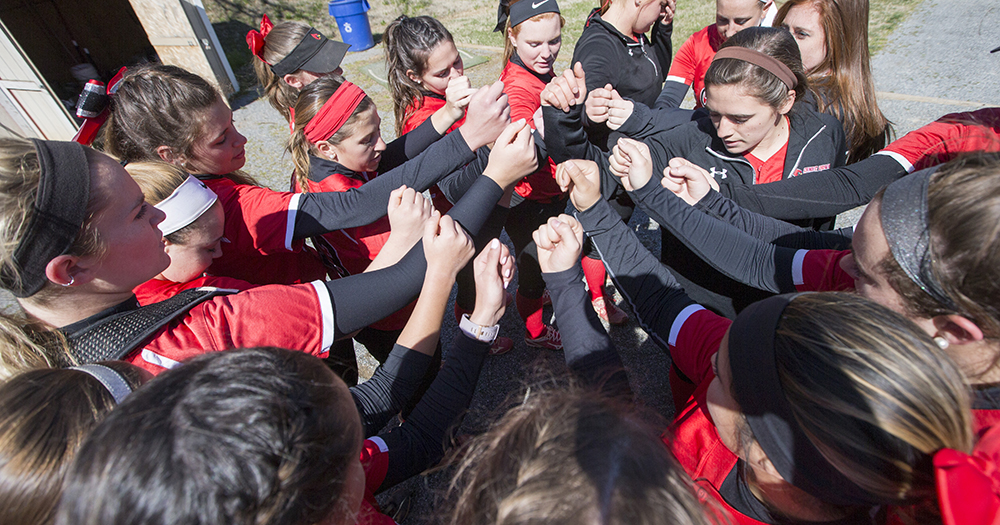 Softball Splits With Washington College