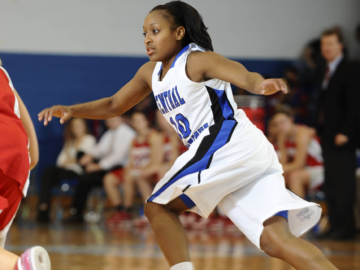 Dowdy Makes Nine Steals, Blue Devils Drop Bulldogs 61-53