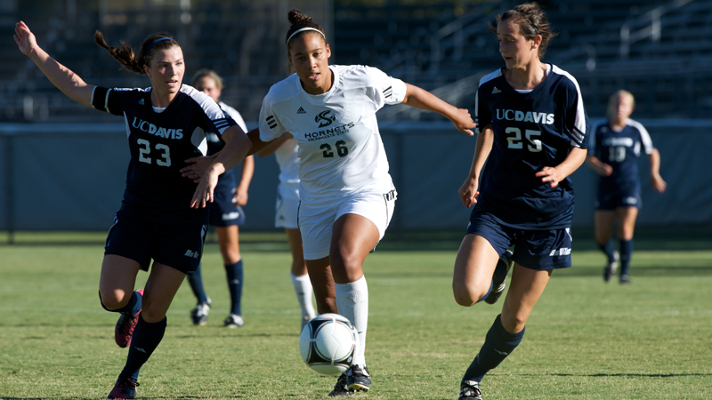 Josie Jogwe scored her first career goal but the Hornets lost, 2-1, at San Jose State.