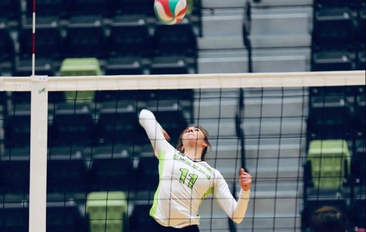 Emma Holmes (11) had another strong match, helping the Queens win eight of their past 10. Pic - Colby Brochu Photography