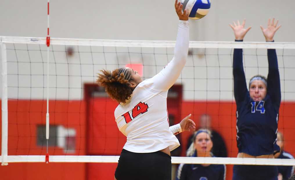 Volleyball Drops 3-0 Decision at Conn