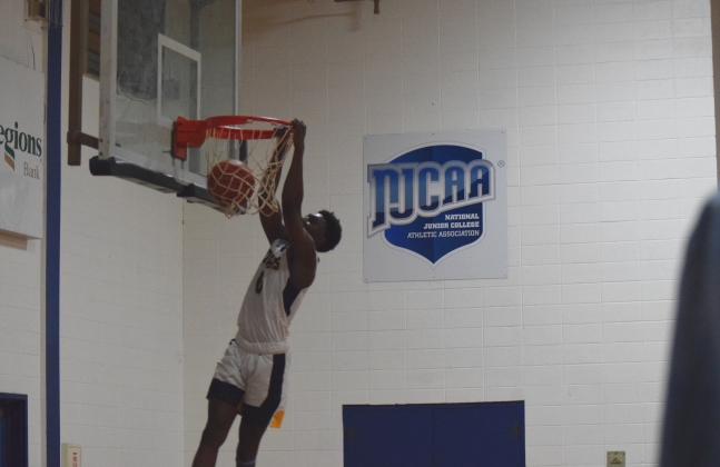 Tim Williamson dunks for 2 of his 37 points