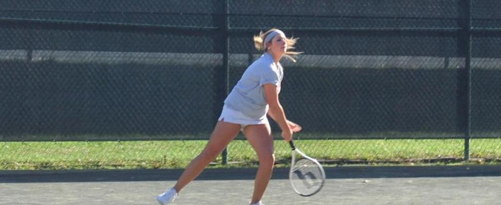 Jessica Lampka won in first singles.