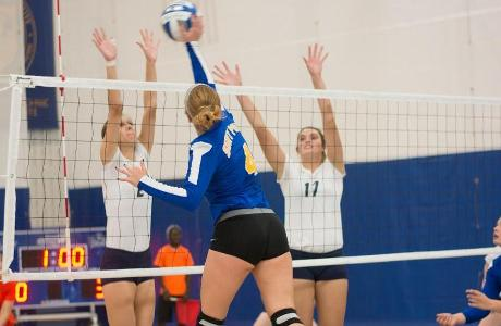 WVB: Wildcats Sweep Weekend Pool Play Event; Eberley Sets New Career High With 21 Kills.