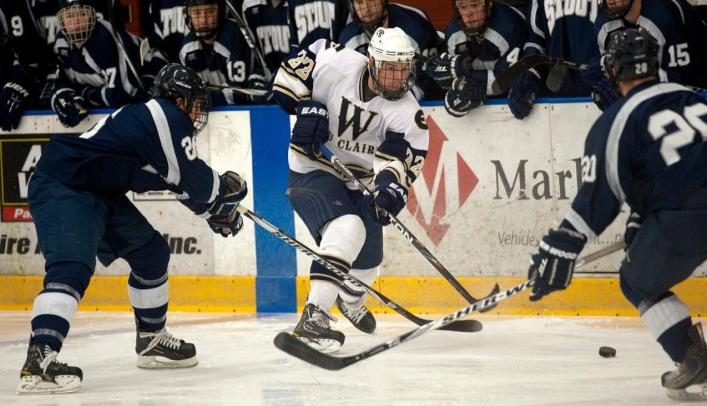 Men's Hockey Narrowly Falls to Nationally-Ranked St. Norbert