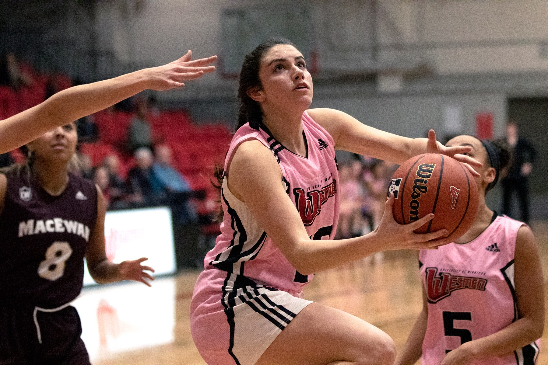 Jessica Dyck drives for a reverse lay-up during Wesmen women's basketball action against the MacEwan Griffins on Friday, Jan. 10, 2020. (David Larkins/Wesmen Athletics)
