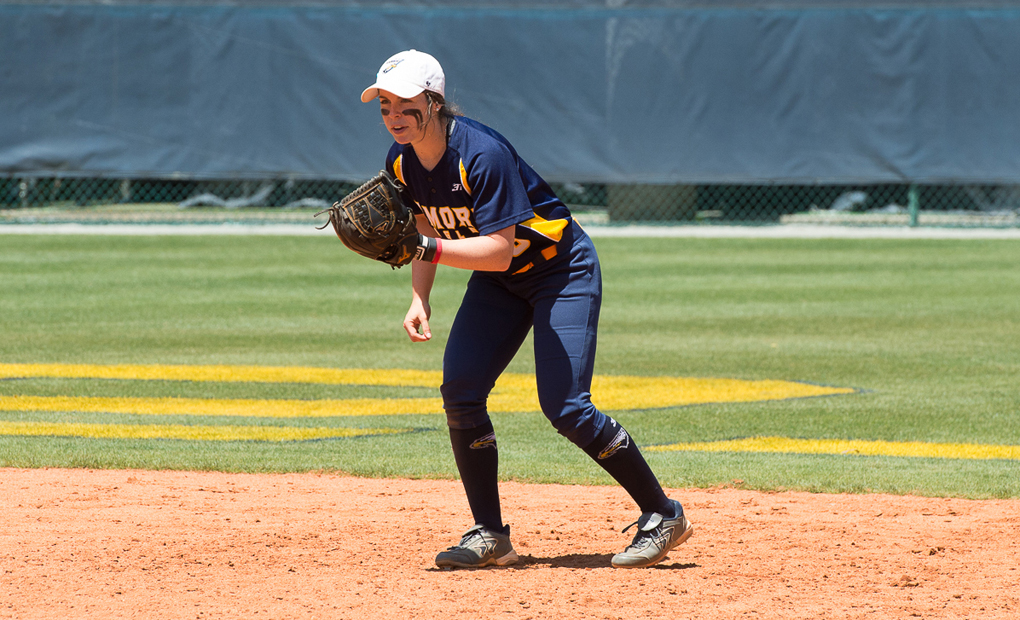 Emory Softball Defeats Rochester