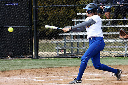 Softball defeats UW-Stout, falls to Bethel