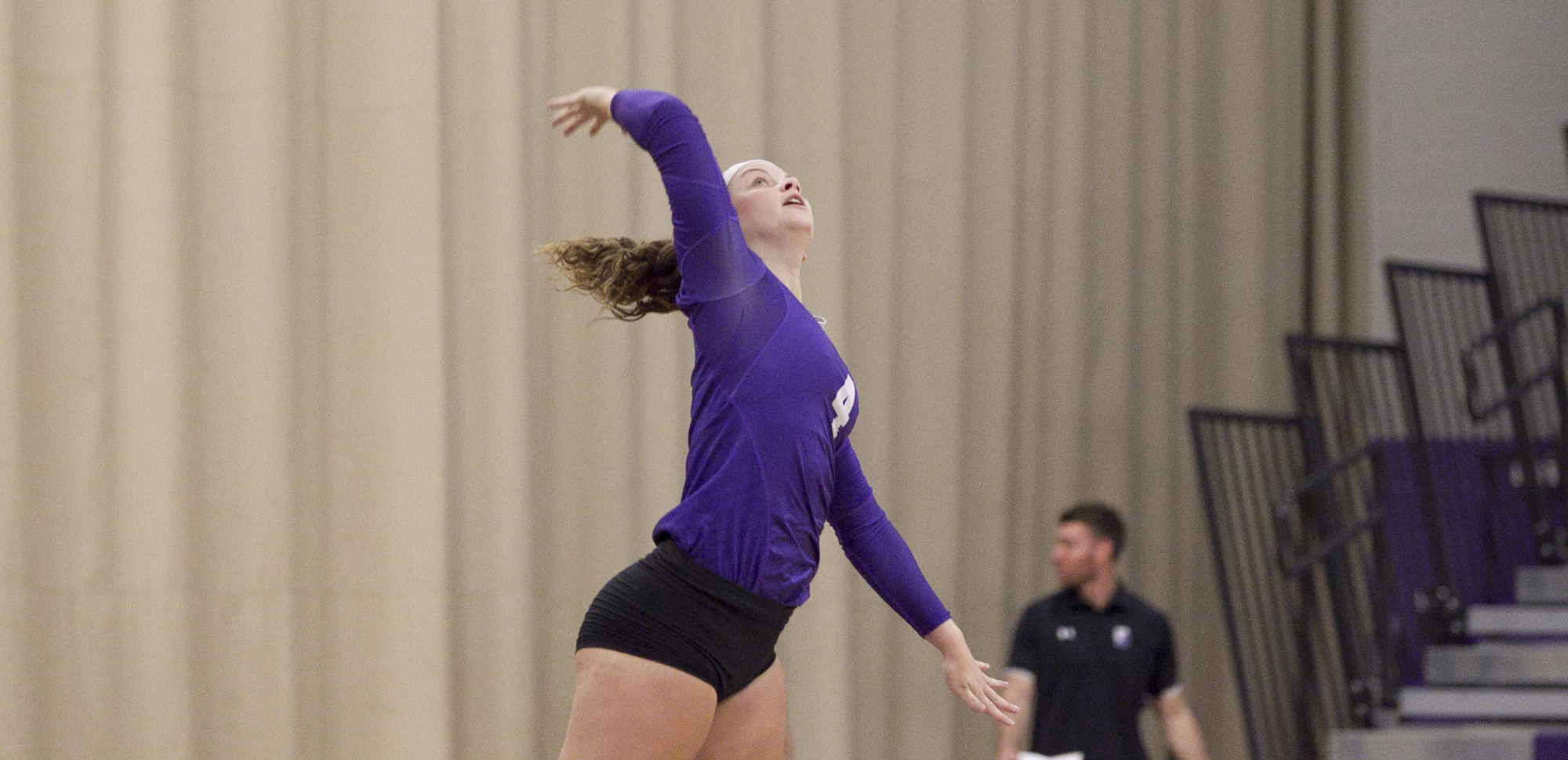 Kristin Bush totaled 26 digs on Saturday as Scranton split a pair of five-set match at the Vassar Invitational.