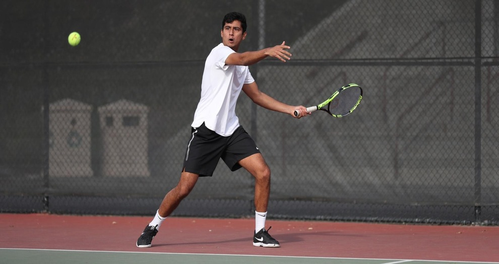 Men's Tennis Picks Up Two Wins on Sunday