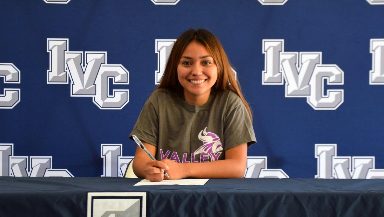 Women's soccer player Yvette Belman signs with Missouri Valley
