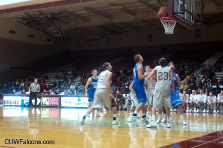 Late scoring run gives Men's Basketball season-opening victory at UW-La Crosse