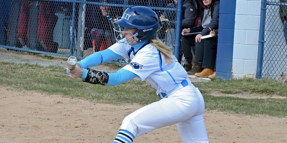 Softball finishes run-rule, then drops rubber match to Washington (Md.)
