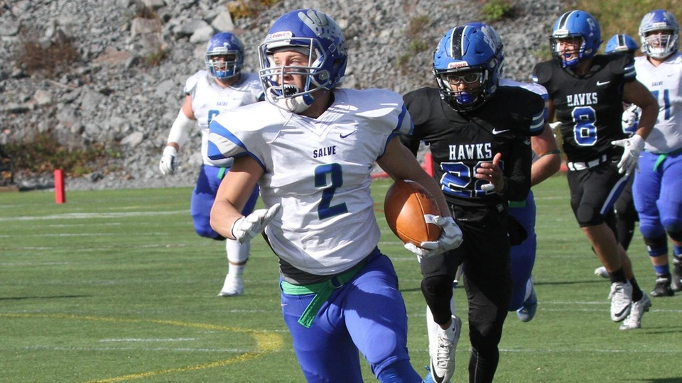 Connor Sullivan's 27-yard TD reception pushed Salve Regina's lead to 27-0. (Photo by Zan Carver)