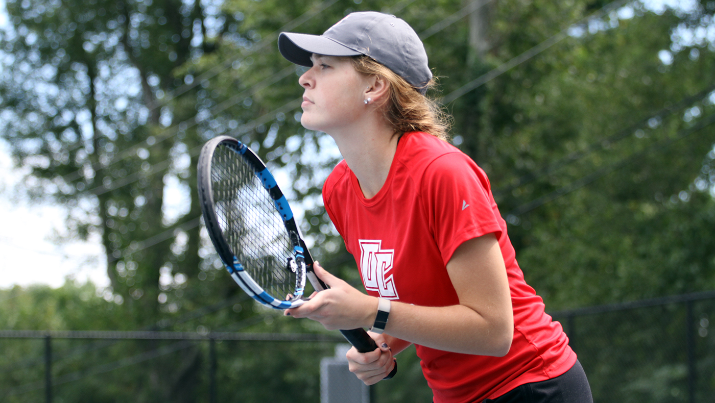 Women's tennis team defeats Manchester, 7-2