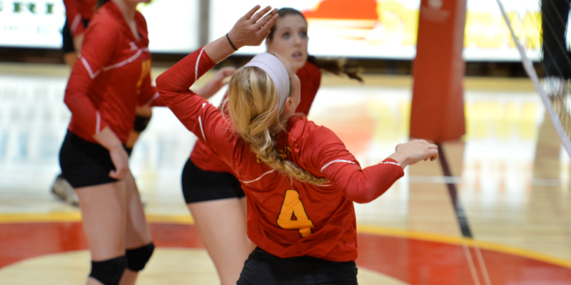 Simpson rolls to 3-1 mark at Gustavus Invite