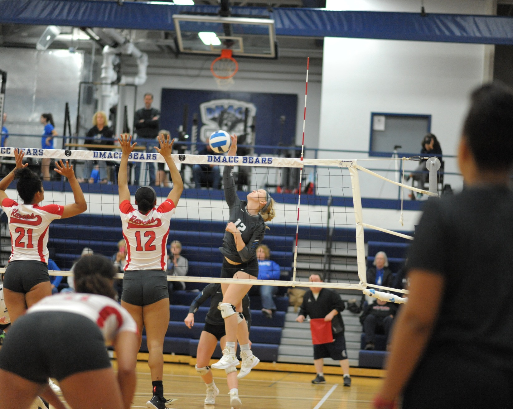 DMACC Volleyball Team Drops Three of Four Matches in DMACC Invitational