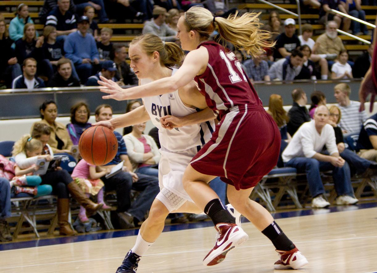 BYU Women Ease Past Santa Clara in Provo